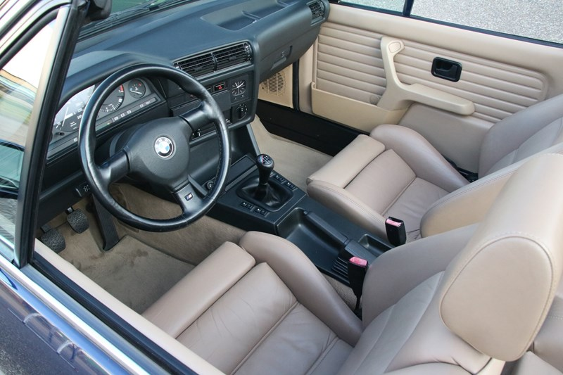 Interieur BMW 320i E30 Cabriolet Manual '90 145.000km €17.950,-
