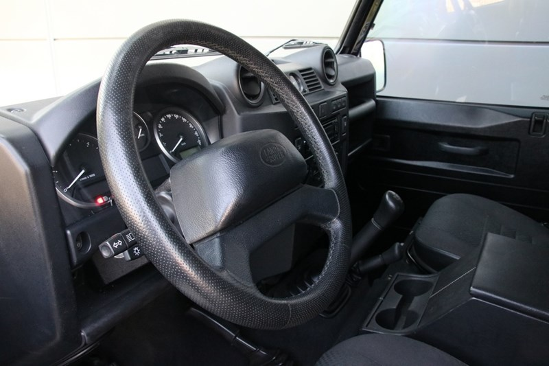 Interieur Land Rover Defender Triple Black Edition '11 106.000km €39.950,-