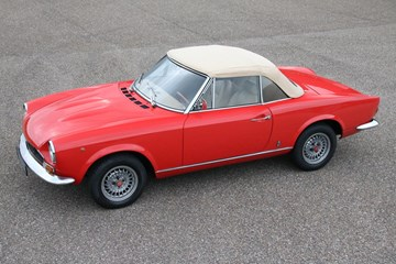 Fiat 124 Spider beautifully restored '73 €24.950,-