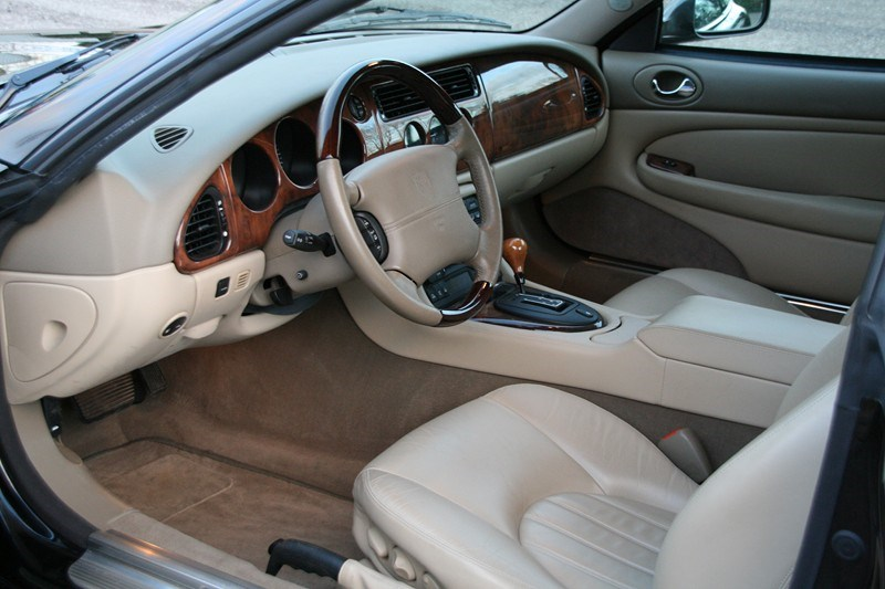 Interieur Jaguar Xk8 Coupe '01 46.000km € 29.950,-