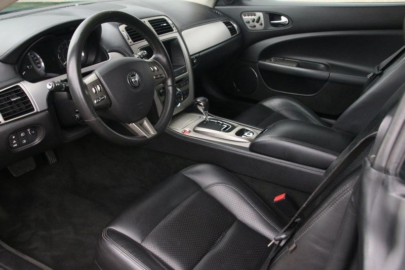 Interieur Jaguar XK 4.2 Coupe '06 75000km
