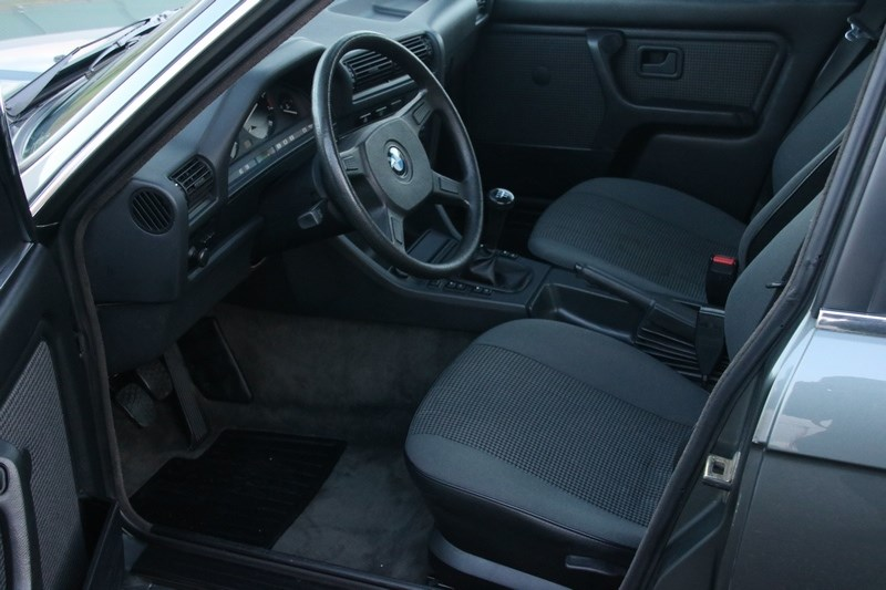 Interieur BMW 320i Sedan manual '85 77.000km €14.950,-